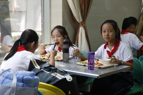 学生开学第一餐,为济宁市实验初中食堂饭菜点赞