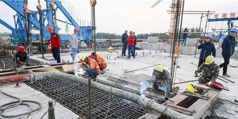"""G105西二环京杭运河大桥右幅合龙 济宁""""大二环""""可期"""