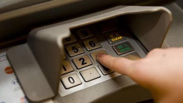銀行 atm 16