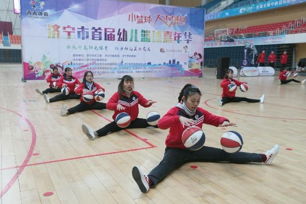 济宁市首届幼儿篮球嘉年华,孩子们的表现亮了!
